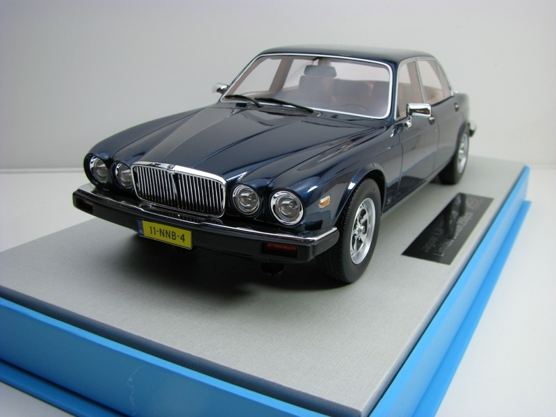 Jaguar XJ6 1982 Blue 1:18 LS Collectibles